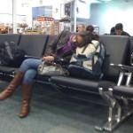 Bien dormida en el aeropuerto