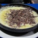 Chapulines en queso fundido