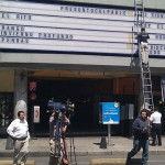 """Ah, y ya está """"Presunto Culpable"""" en los cines, los medios hasta filmaron la puesta en cartelera"""
