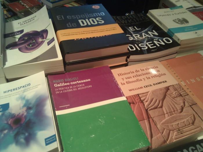 Yo no se ustedes, pero ir a Sophos me hace querer salir con muchos libros