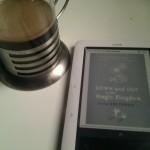 Café y un ebook para entretener la tarde