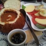 Sopa de tomate y ensalada Capresse @ San Martín