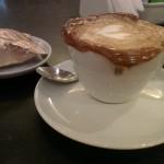 Capuccino y alfajor @ Havanna Café