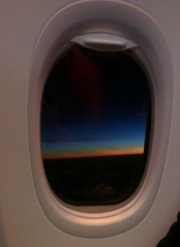 La salida del sol desde un avión sobre Brasil