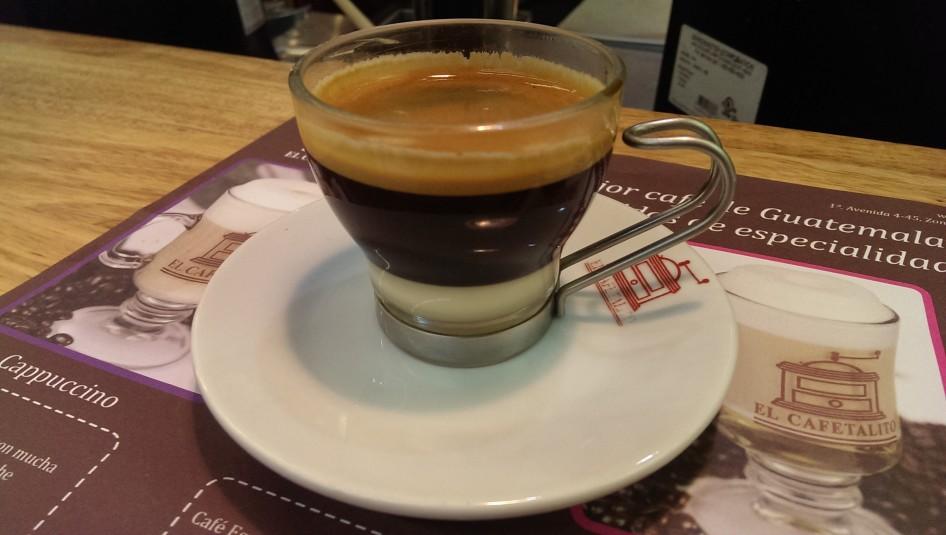 Espresso doble y leche condensada