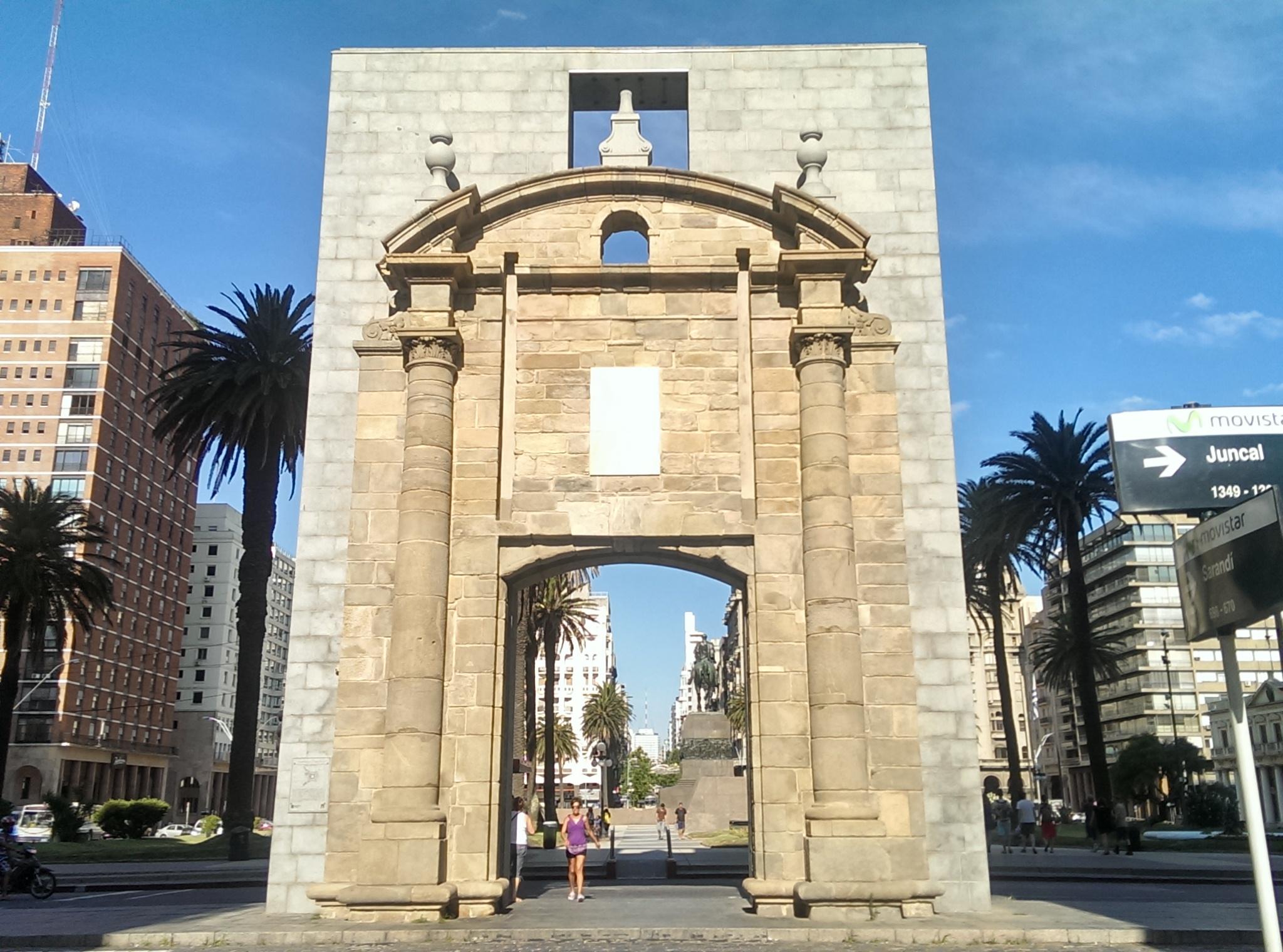 La Puerta De La Ciudadela