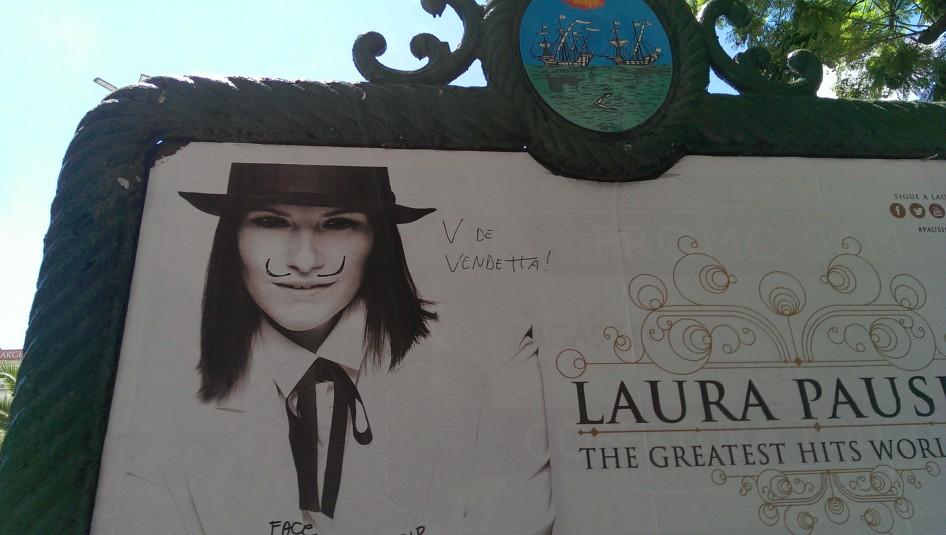 Laura Pausini como V de Vendetta
