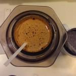 Café recien hecho en la Aeropress