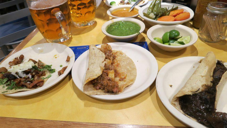 Por fin una buena cena de tacos @ Salon corona