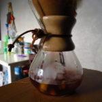 Haciendo café frío en la Chemex