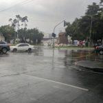 ¡Qué emoción salir al tráfico después de una lluvia al final de la tarde!