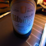 Escuchando podcasts y degustando de una Bitburger