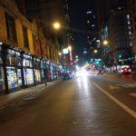Caminando por Downtown Chicago a media noche