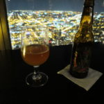 Tomando una Alpha King en el cielo @ Signature Room